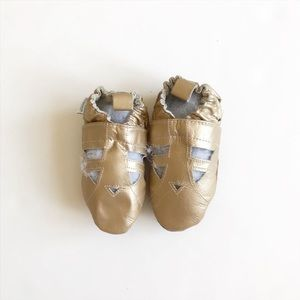 Robeez NWOB gold soft sow shoes size 18-24m (5)